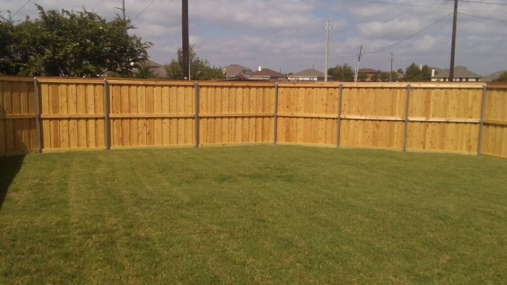 United General Service (UGS) - Wood Fence 6' Cedar_Construction_04